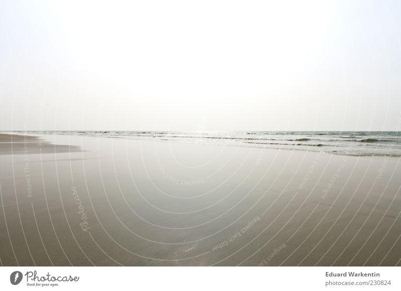Himmel Wasser Sand Sommer Strand Meer Umwelt Natur Landschaft Luft Schönes Wetter Wellen Küste blau grau minimalistisch leer Tiefenschärfe Farbfoto