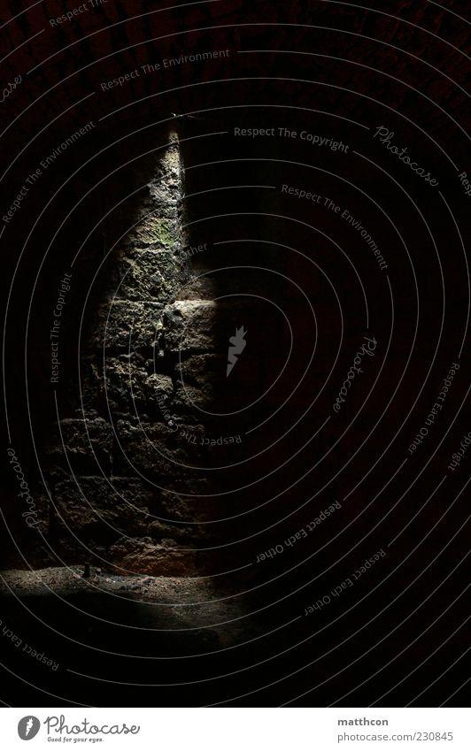 Kellerlicht alt schwarz dunkel Stein Surrealismus Lichteinfall Steinmauer Steinwand