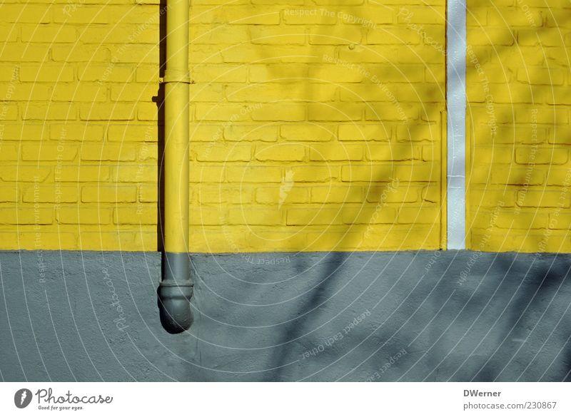 schwarz gelb wird Meister :-) Haus Wand Architektur grau Stein Stil Mauer Linie Fassade Design Lifestyle Bauwerk Fabrik Zeichen
