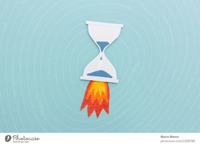 Sanduhr mit Raketenfeuer lernen Business Karriere rennen Geschwindigkeit blau Tatkraft Endzeitstimmung Energie Stress Zeit Ziel Eile ruhig Kraft Frist messen