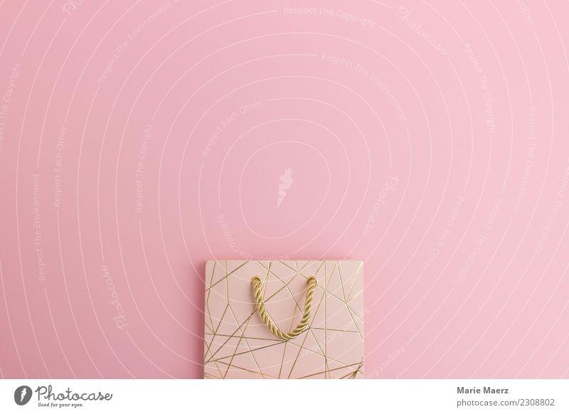 Elegante Geschenktüte oder Shoppingtüte mit Platz für Text kaufen Reichtum Feste & Feiern Valentinstag Geburtstag ästhetisch glänzend Neugier positiv rosa