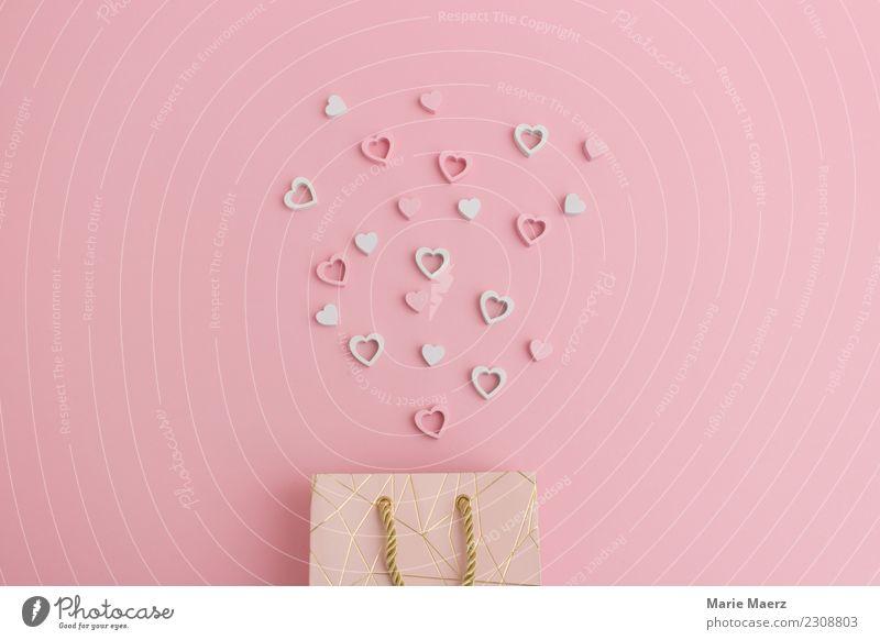 Geschenktüte mit Herzen zum Valentinstag kaufen Glück Muttertag Hochzeit genießen Liebe ästhetisch Neugier positiv schön rosa Frühlingsgefühle Partnerschaft