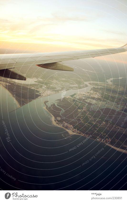 flying over busstops... Himmel Ferien & Urlaub & Reisen oben fliegen Flugzeug Luftverkehr Fluss Tragfläche Aussicht Spanien Portugal Sonnenuntergang Höhe