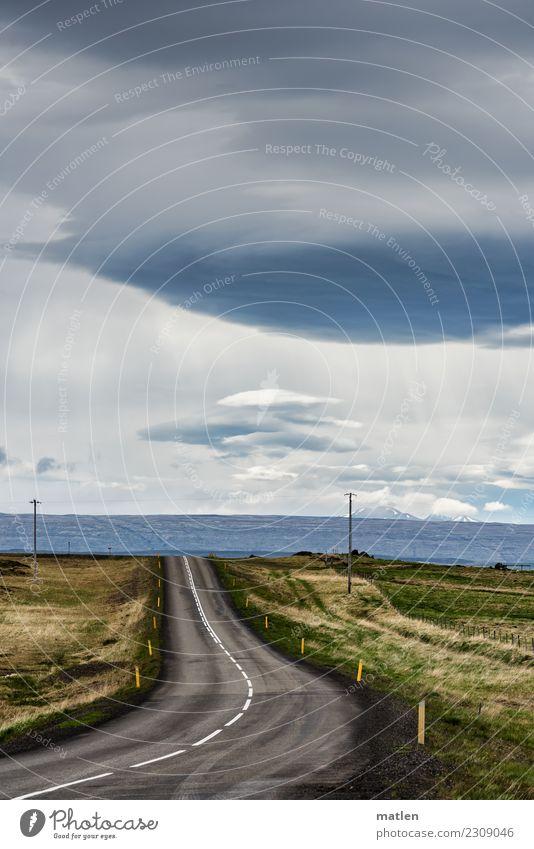 Linkskurve Himmel blau grün Landschaft weiß Einsamkeit Wolken Berge u. Gebirge dunkel Straße Frühling Wiese Gras grau braun Wind