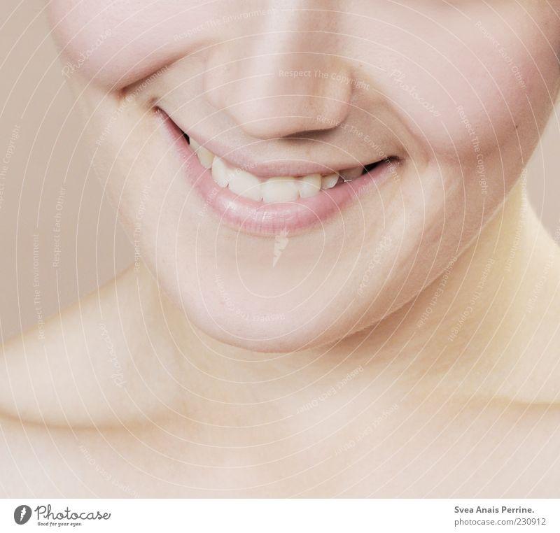 lächeln der M. Frau Mensch Jugendliche schön Erwachsene feminin Zufriedenheit rosa Haut frisch Fröhlichkeit authentisch außergewöhnlich Zähne 18-30 Jahre