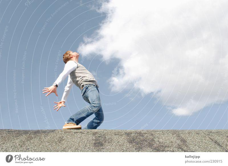 lungenzug Mensch Himmel Sonne Sommer Wolken Erwachsene Ferne Freiheit Wetter Wind maskulin Klima Perspektive Körperhaltung Rauchen Jeanshose