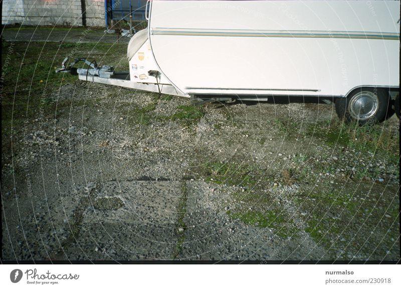 abgestellt Sommer Gras Lifestyle Camping Rad parken Reifen Kies Tradition Anschnitt Wohnwagen Billig Anhänger