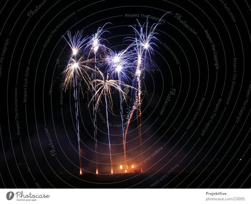 Feuerwerk Nacht Silvester u. Neujahr Knall 2000 2006 2007 2008 2009 2010 schwarz schießen Licht Freizeit & Hobby Lichterfest Pyro Pyrotechnik Stern (Symbol)