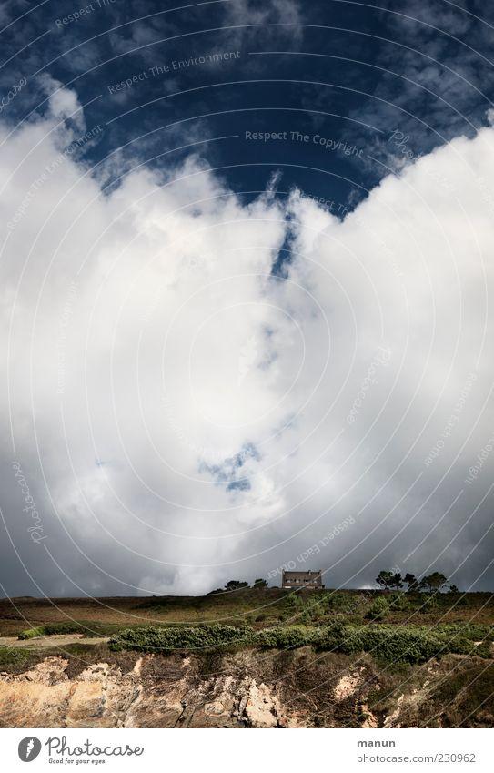 Wolkenkuckucksheim Natur Baum Wolken Einsamkeit Haus Ferne Landschaft Sand Küste Luft Wetter Erde Felsen natürlich wild authentisch