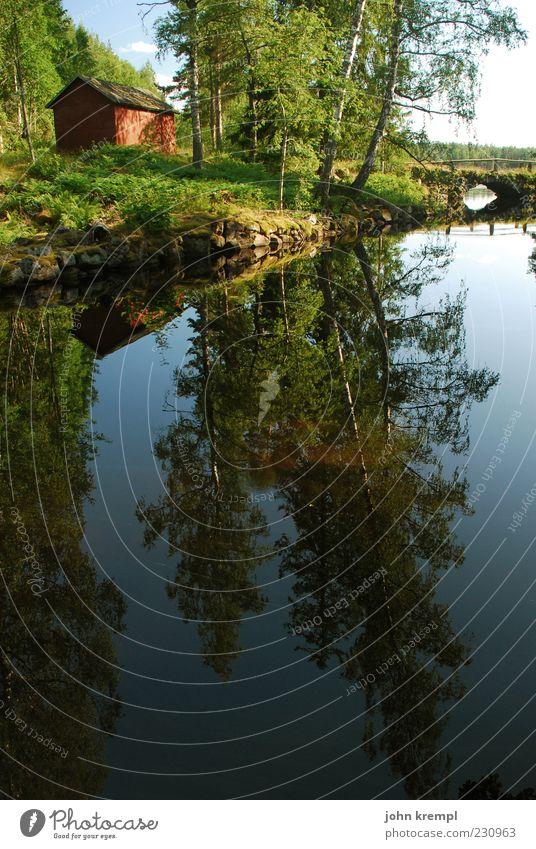 mit ohne hirn Landschaft Wasser Baum Teich See Schweden Haus Hütte Kitsch positiv blau grün rot Glück Lebensfreude Frühlingsgefühle Vertrauen Sicherheit Treue