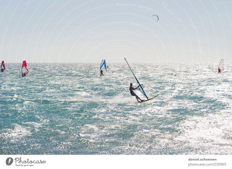 so langsam Freizeit & Hobby Ferien & Urlaub & Reisen Sommer Sommerurlaub Meer Wellen Wassersport Mensch 5 blau weiß Wind Surfen Windsurfing Windsurfer Licht