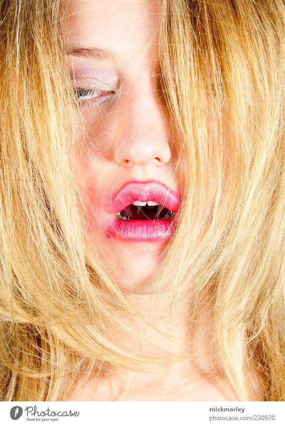 Trance Mensch Jugendliche schön Erwachsene Gesicht feminin Kopf Haare & Frisuren träumen blond ästhetisch außergewöhnlich 18-30 Jahre Lippen Leidenschaft