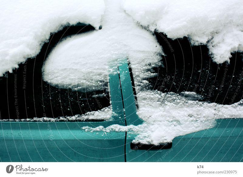 Schneewehe II grün weiß Winter schwarz kalt PKW Metall glänzend Autofenster Autotür Fahrzeug Lack bedecken Neuschnee verhüllen