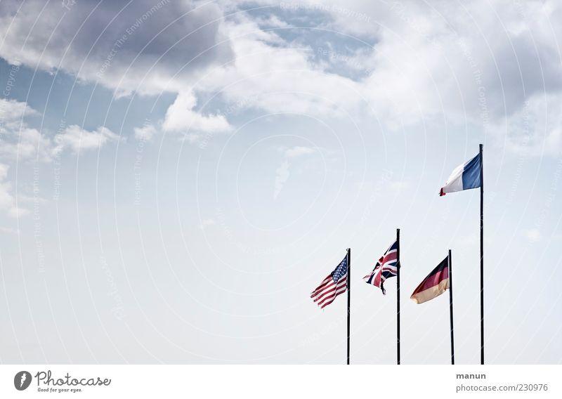Farbenspiel Himmel Wolken Freiheit Bewegung hell Zusammensein Fahne Team Zeichen Deutsche Flagge Wahrzeichen Frankreich Stars and Stripes wehen Fahnenmast