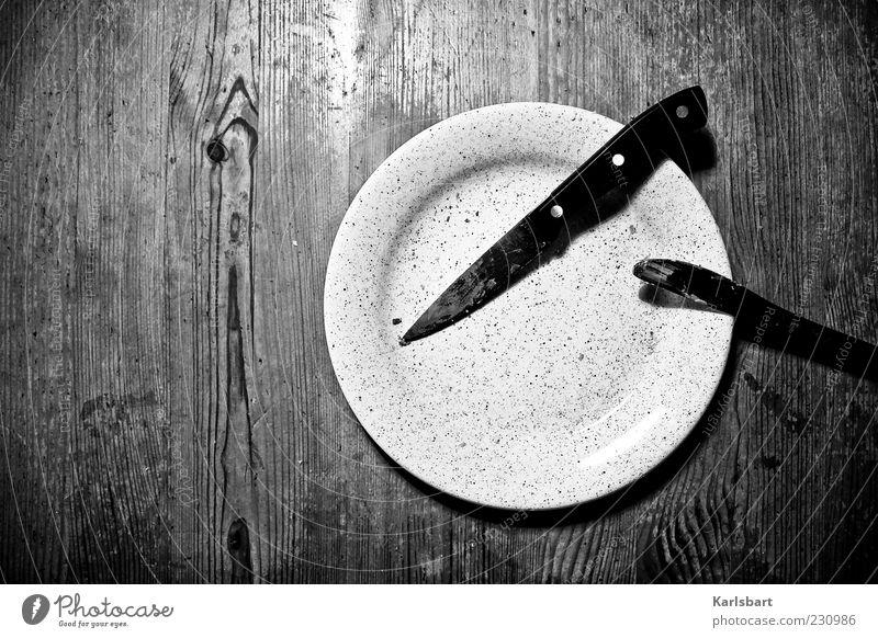 frühes. stück. Einsamkeit Holz Metall Linie Wohnung Ernährung dreckig Tisch Häusliches Leben Lifestyle Vergänglichkeit skurril Geschirr Teller Abendessen