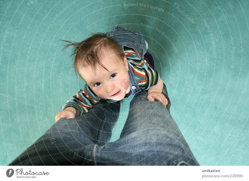 Aufsteiger II Kleinkind Junge Kindheit Haare & Frisuren Auge Beine 1 Mensch 1-3 Jahre Hose Jeanshose brünett Streifen festhalten lachen laufen stehen frech
