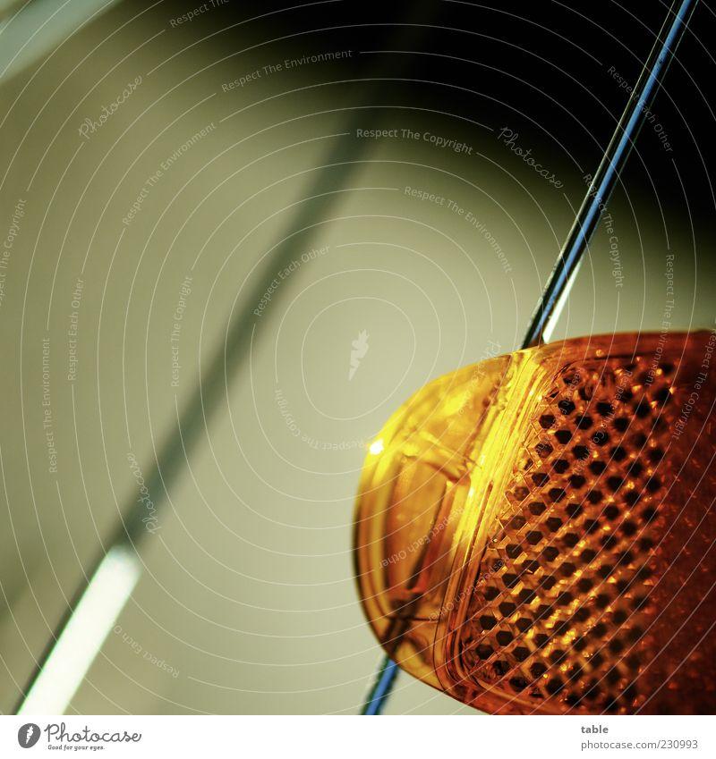 uuund los . . . Metall orange Zufriedenheit Fahrrad leuchten rund Kunststoff Sauberkeit Mobilität silber anstrengen Verkehrsmittel Speichen befestigen Reflektor Katzenauge