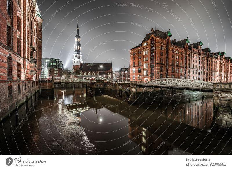Hamburg Speicherstadt / St Katharinen Kirche bei Nacht Europa Deutschland Alte Speicherstadt Weltkulturerbe Hafen Nachtaufnahme Weitwinkel Wolken dunkel