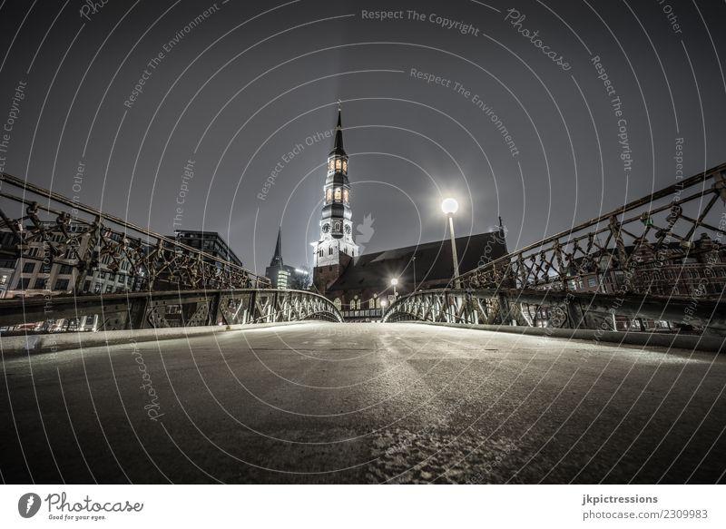 Hamburg Brücke / St Katharinen Kirche bei Nacht Himmel Wolken dunkel Beleuchtung Holz Gebäude Deutschland Fassade Europa Bauwerk Geländer Hafen Backstein