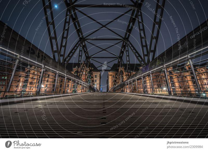 Weitwinkel Brücken Foto in Hamburg Speicherstadt Europa Deutschland Alte Speicherstadt Weltkulturerbe Hafen Nacht Nachtaufnahme Mond dunkel Brückengeländer