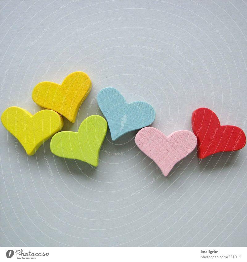 Multiple love Herz blau mehrfarbig gelb grau grün rosa rot Freude Glück Dekoration & Verzierung Holz Farbfoto Studioaufnahme Menschenleer Textfreiraum oben