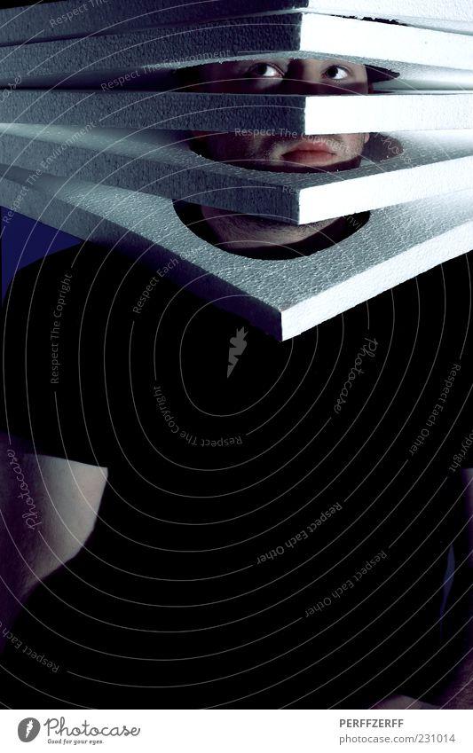 Plattenbau Mensch Mann Jugendliche Erwachsene dunkel Kopf Kunst Angst maskulin außergewöhnlich 18-30 Jahre skurril Stress eng bizarr Symmetrie