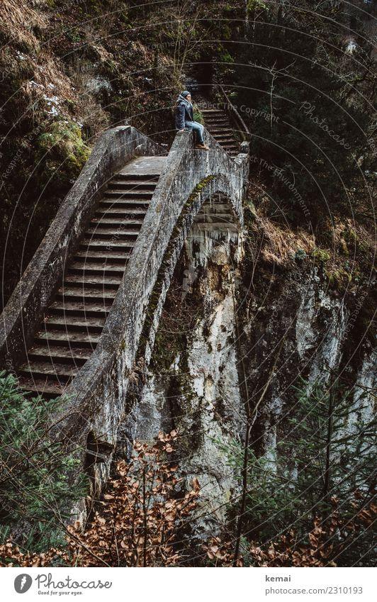 Fürchterlich | hoch Mensch Landschaft Erholung ruhig Ferne dunkel Erwachsene Leben Lifestyle Herbst außergewöhnlich Freiheit Stein Felsen Ausflug
