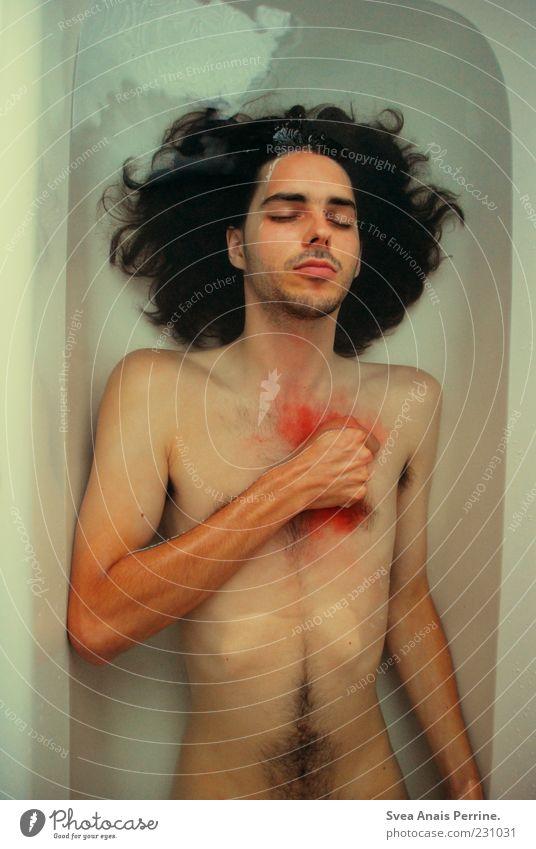 herzbluten. Mensch Jugendliche Wasser Erwachsene Tod kalt nackt Haare & Frisuren Traurigkeit Denken Körper maskulin gefährlich Trauer einzigartig 18-30 Jahre