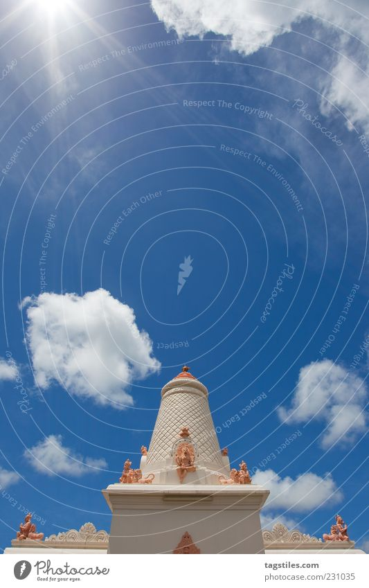 DEM HIMMEL SO NAH Himmel Himmel (Jenseits) Religion & Glaube Kirche Moschee Mauritius Wolken Ferien & Urlaub & Reisen Sommer Sonne Farbfoto Textfreiraum oben