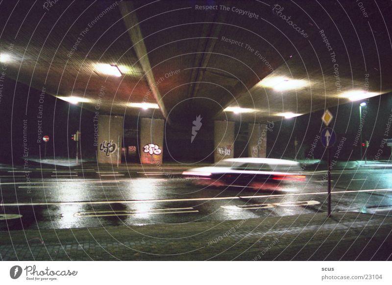 bei nacht... Autobahn Langzeitbelichtung PKW Brücke grafitti Architektur