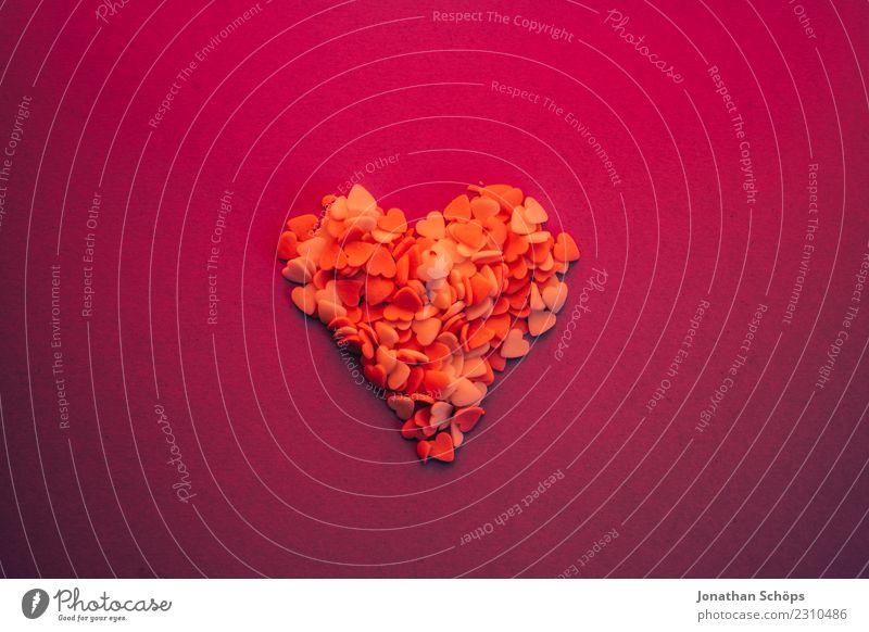 Ein Herz für Valentinstage Freude Papier Liebe Erotik violett rosa Gefühle Frühlingsgefühle Termin & Datum Verabredung Hintergrundbild Liebespaar backen