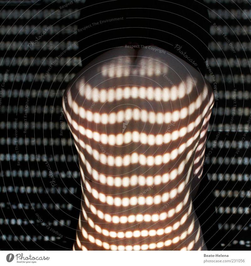 Vom Licht gestreift 3 feminin Körper Rücken Gesäß Erholung liegen ästhetisch außergewöhnlich Erotik nackt rund wild weich rosa schwarz Gefühle Lust ruhig Beginn