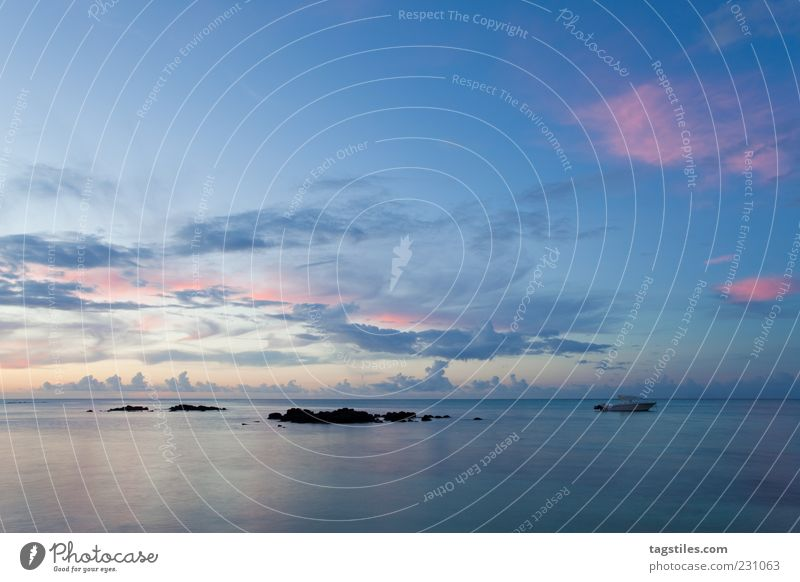 BLAUES LICHT Himmel Natur blau Ferien & Urlaub & Reisen Meer Wolken Küste Horizont Freizeit & Hobby Tourismus Reisefotografie Idylle Afrika Bucht Paradies Wasseroberfläche
