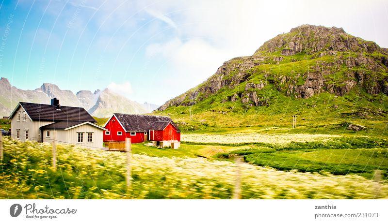 Norway Himmel Natur grün rot Ferien & Urlaub & Reisen Sommer Wolken Haus Wiese Umwelt Landschaft Berge u. Gebirge Felsen Reisefotografie Hügel Schönes Wetter