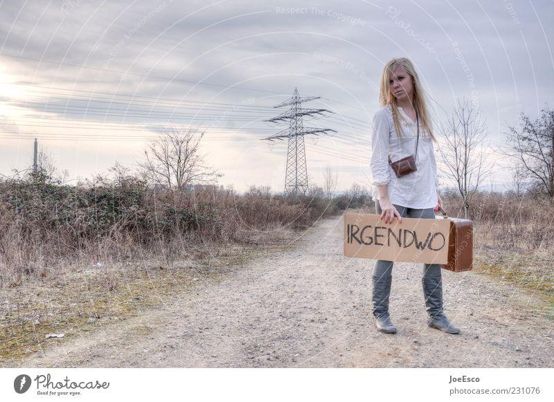 irgendwo... Frau Himmel Natur schön Ferien & Urlaub & Reisen Erwachsene Ferne Leben Freiheit Wege & Pfade Traurigkeit Feld warten natürlich Beginn Abenteuer