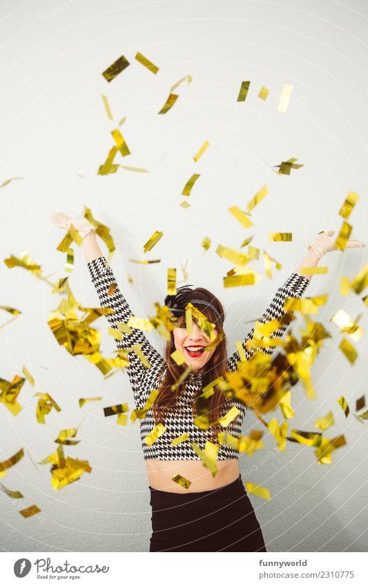 Goldregen, die 1. Party Feste & Feiern Karneval Mensch feminin Frau Erwachsene glänzend verrückt wild Freude Fröhlichkeit Euphorie Energie werfen Konfetti