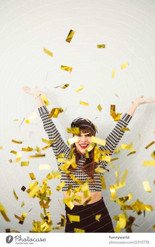 Goldregen, die 4. Karneval Mensch feminin Frau Erwachsene 1 werfen Feste & Feiern Party glänzend verrückt wild Freude Fröhlichkeit Euphorie Energie Konfetti