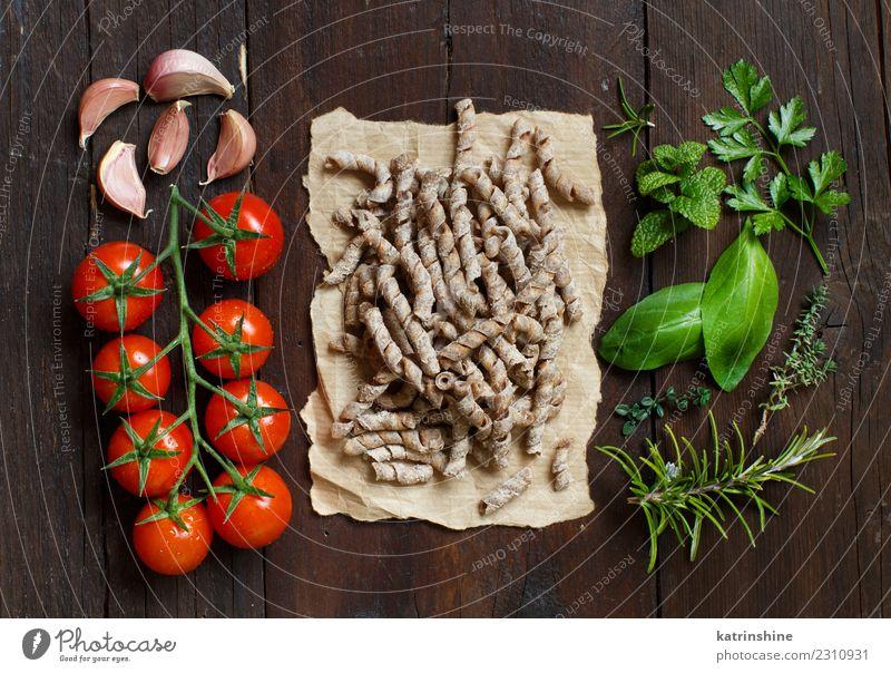 Vollkornnudeln, Tomaten, Knoblauch und Kräuter Vegetarische Ernährung Diät Tisch Blatt dunkel frisch braun grün rot Tradition Essen zubereiten Lebensmittel