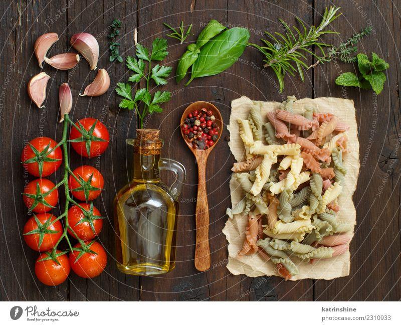 rot dunkel braun frisch Tisch Tradition Flasche Mahlzeit Diät Vegetarische Ernährung Tomate rustikal roh Zutaten Italienisch Rosmarin