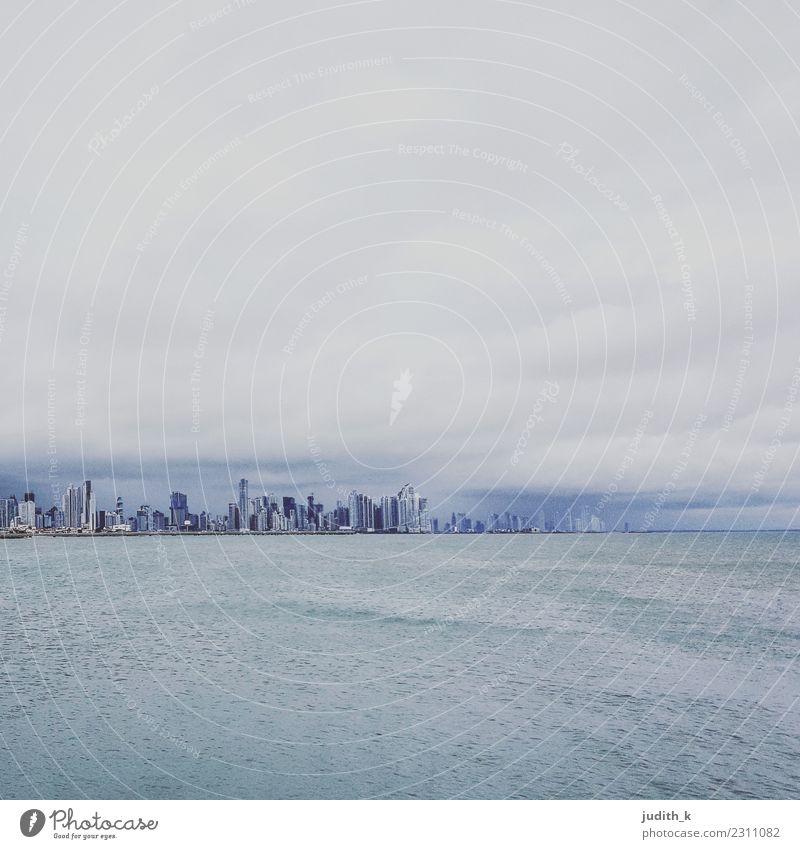 skyline Panama City vor dem Sturm Himmel Ferien & Urlaub & Reisen Stadt Wasser Meer Haus Wolken Ferne Architektur Küste Gebäude Business Tourismus Ausflug