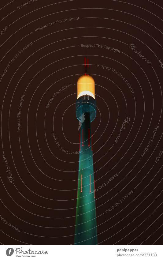 ready for take off grün rot schwarz gelb Bewegung Stein Linie braun Beleuchtung Fassade glänzend hoch stehen leuchten Technik & Technologie Telekommunikation