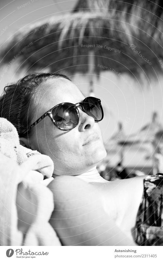 Sonnenbad Ferien & Urlaub & Reisen Sommer Sommerurlaub Mensch feminin Junge Frau Jugendliche Erwachsene Körper Haut Kopf Haare & Frisuren Gesicht Nase Mund