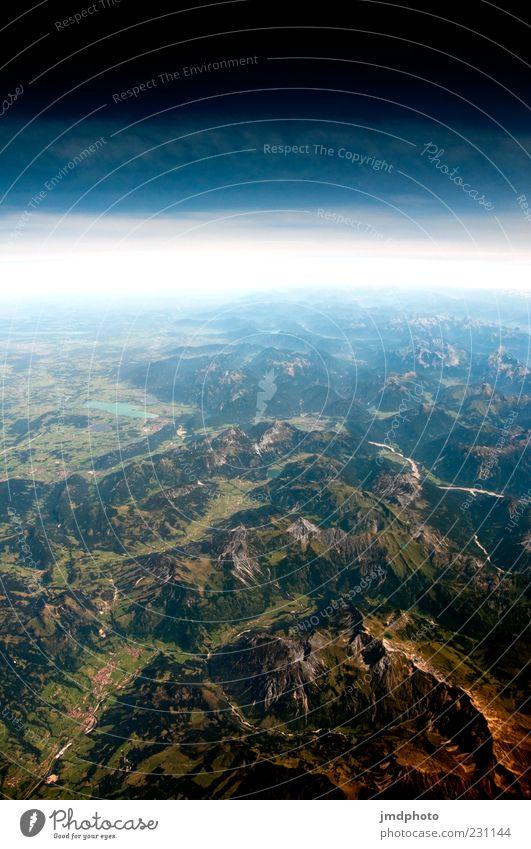Alpen Berge u. Gebirge Umwelt Natur Landschaft Luft Erde Himmel Horizont Sommer Klima Gipfel Ferne frei Unendlichkeit blau grün weiß Fernweh Tourismus Weltall