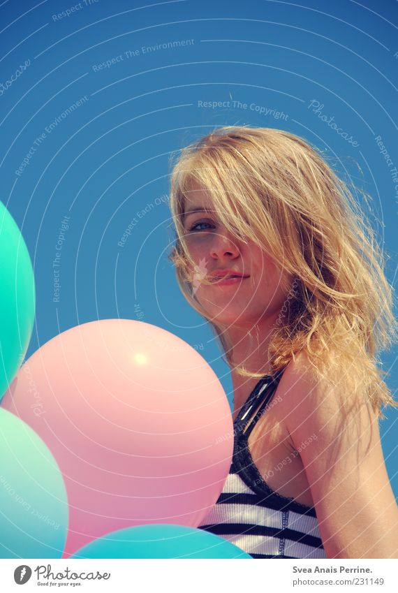 AHOI BRAUSE! Mensch Jugendliche blau schön feminin blond elegant rosa frei Fröhlichkeit natürlich Lifestyle authentisch einzigartig Luftballon