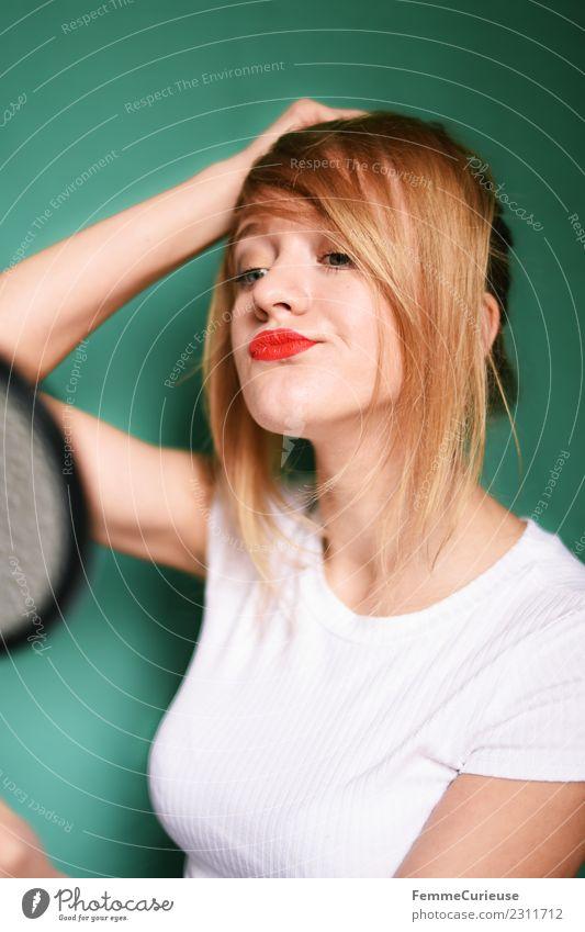 Young woman looking at herself in a hand mirror Lifestyle Stil feminin Junge Frau Jugendliche Erwachsene 1 Mensch 18-30 Jahre schön Haare & Frisuren Haarsträhne