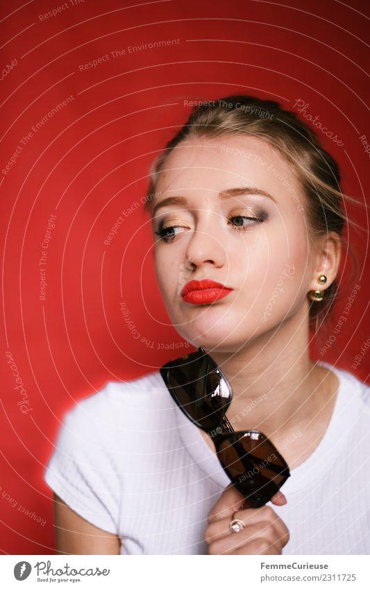 Young blonde girl with sunglasses in her hand Frau Mensch Jugendliche Junge Frau schön weiß rot 18-30 Jahre Erwachsene Lifestyle feminin Mode modern T-Shirt