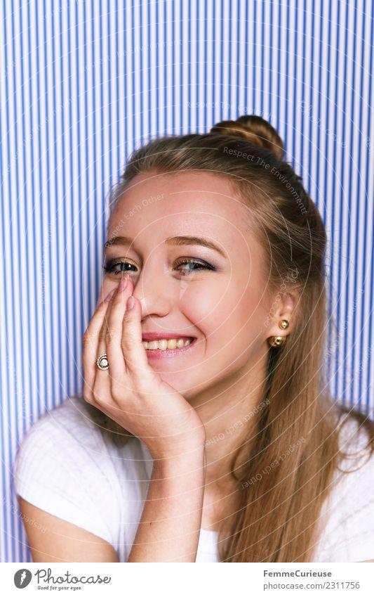Portrait of a young, happy and smiling woman feminin Junge Frau Jugendliche Erwachsene 1 Mensch 18-30 Jahre schön Dutt Haare & Frisuren Lächeln Gute Laune