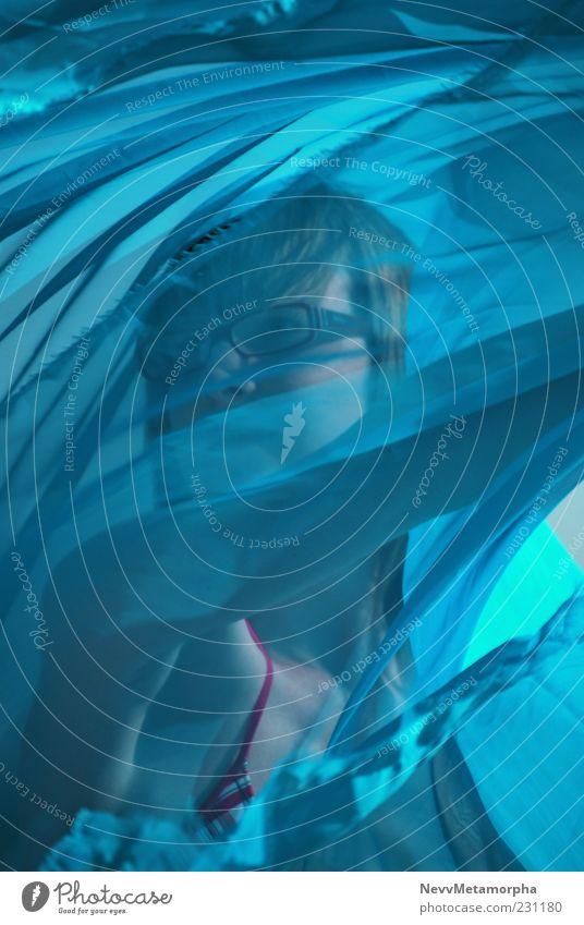 die Macht der Bewegung blau Mädchen Gesicht Brille Bikini Leichtigkeit Tuch verdeckt Schleier Kind Badebekleidung