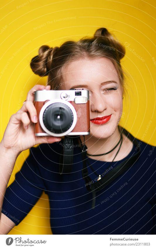 Young woman taking pictures with an instant camera Technik & Technologie feminin Junge Frau Jugendliche Erwachsene 1 Mensch 18-30 Jahre Kreativität