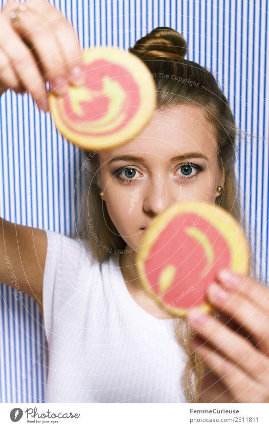 Young blonde woman holding two cookies in her hands Frau Mensch Jugendliche Junge Frau Hand Freude 18-30 Jahre Erwachsene feminin Freizeit & Hobby 2 Finger
